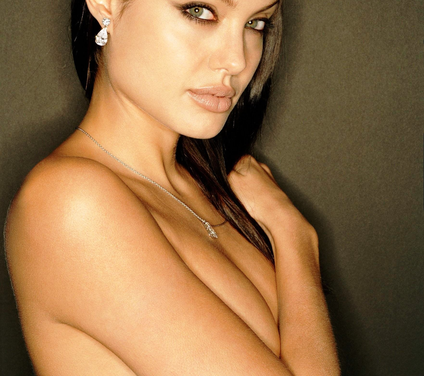"Angelina Jolie Photos Hot humans are exceptionally imperfect!"": 'rediscovering self"