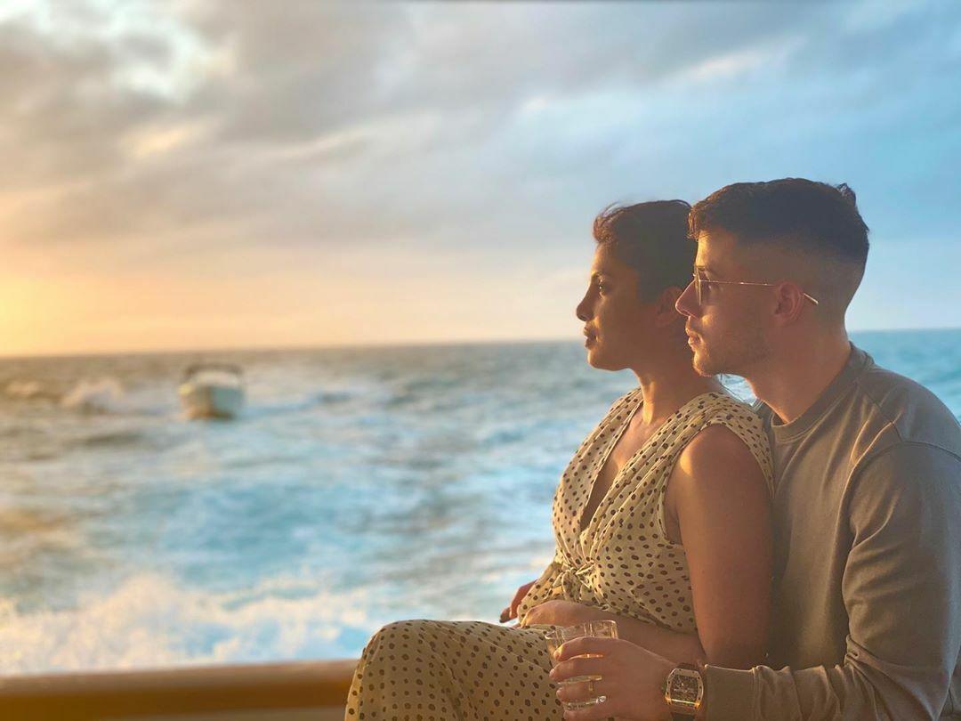 Priyanka Chopra Surprises her husband, Nick Jonas on Saturday Night Live!!!