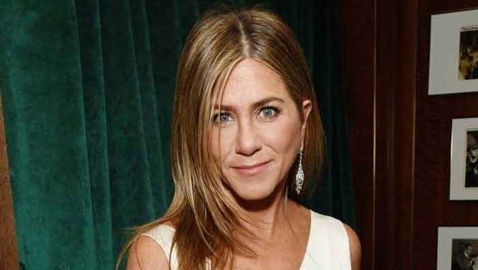 Jennifer Aniston shows off her incredible figure in gym gear for a workout video!!!