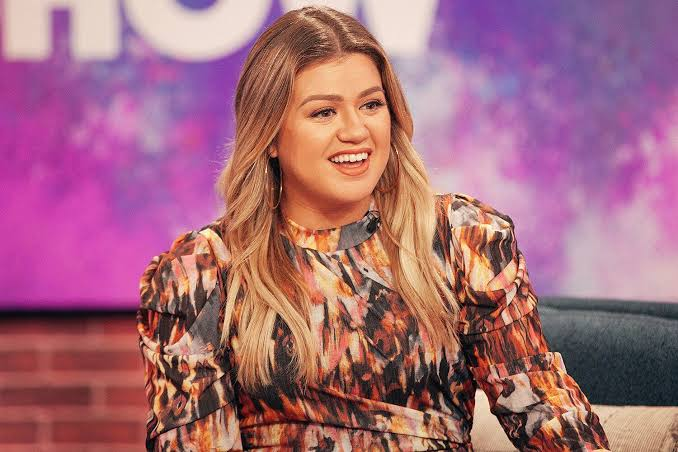 Kelly Clarkson Just Covered Drake's 'Hold On, We're Going Home'!!!