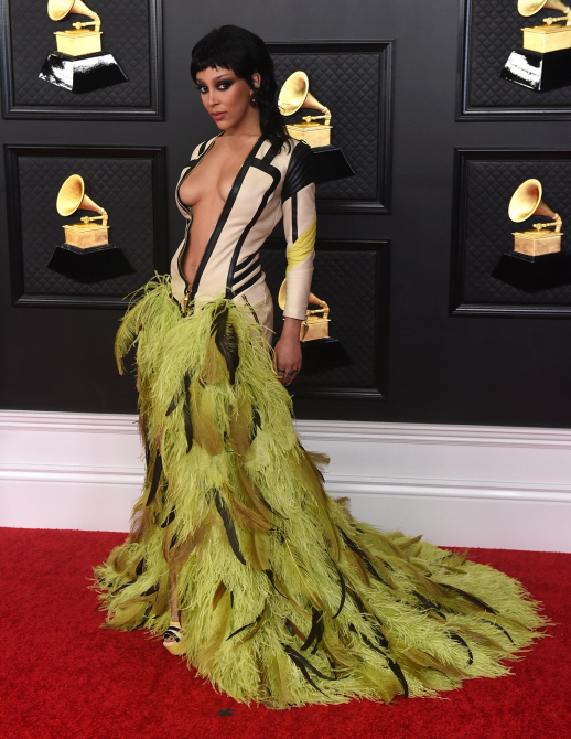 Doja Cat's SIZZLING Grammys Deep Cleavage Look Draws Attention on Social Media