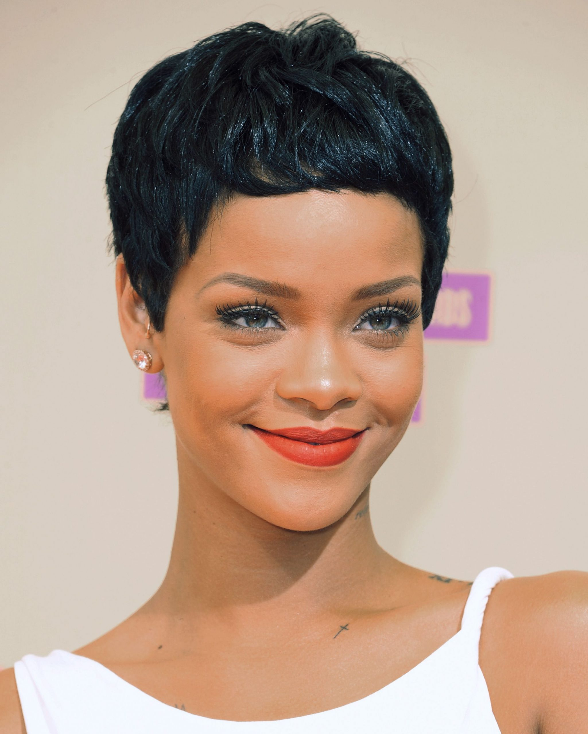 Rihanna's Pixie Cut Is Back!!! And She's Looking Hella CUTE!!!