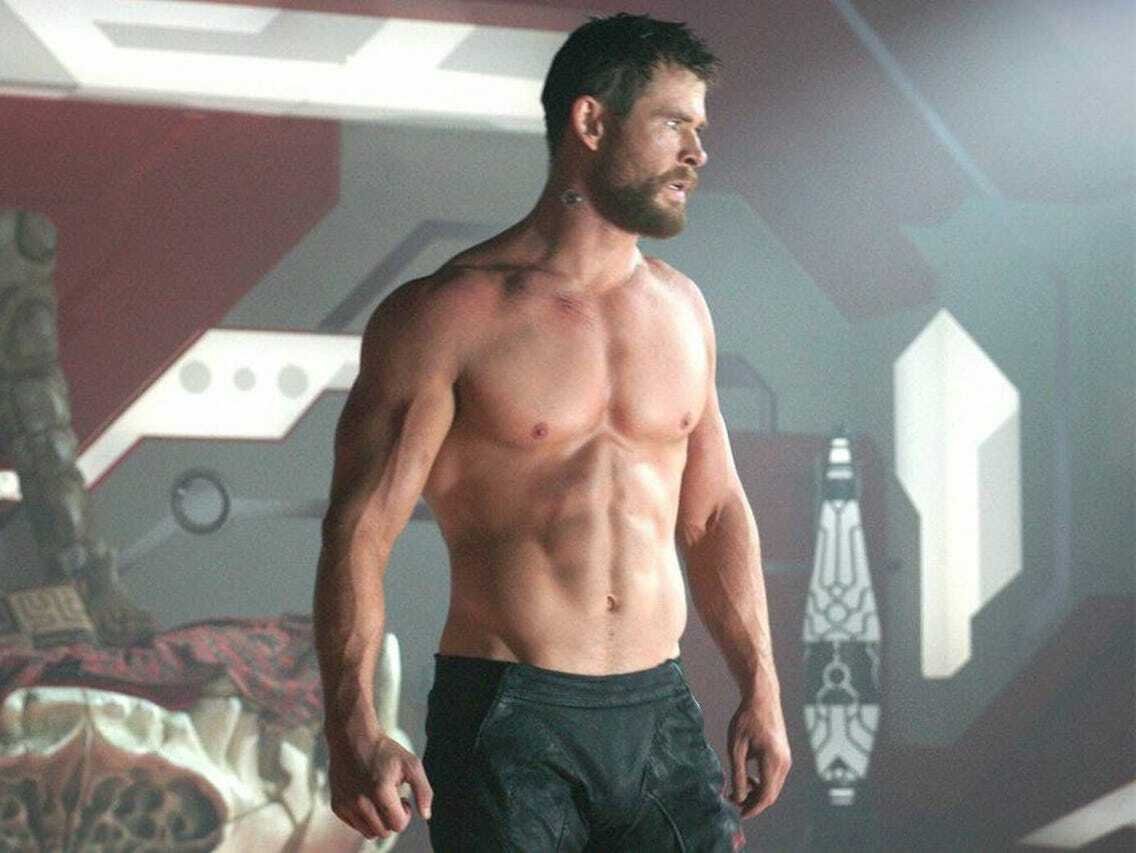 Chris Hemsworth posts a picture of his HUGE ARMS!  But the fans are KNOWN to see her SLIM LEGS !!!