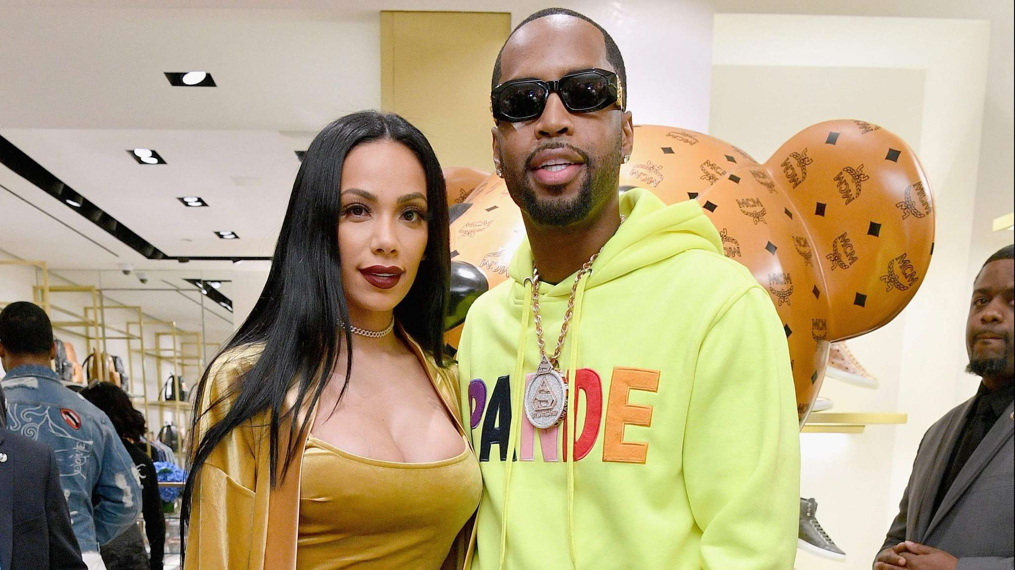 SAFAREE SAMUELS ACCUSES ERICA MENA OF DESTROYING ITS SNEAKERS AND BICYCLES