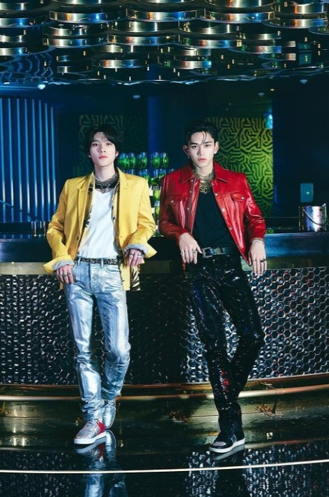 Lucas and Hendery's looks for the song Jalapeno