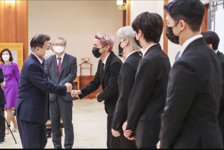 President Moon Jae In wished the members of BTS