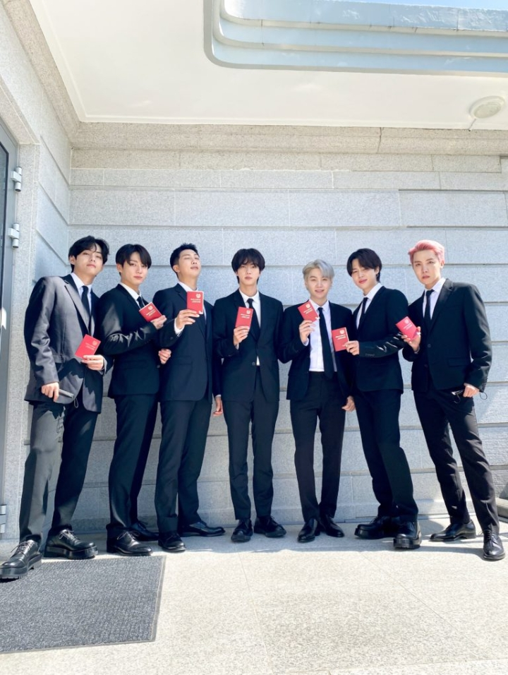BTS flaunted their new passport received from the President